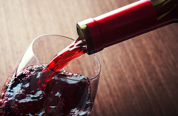kuohuviini_viinikokki_lukas_hemnell_perusreseptit_punaviinikastike_lihaliemi_kanaliemi_shutterstock_juttukuva