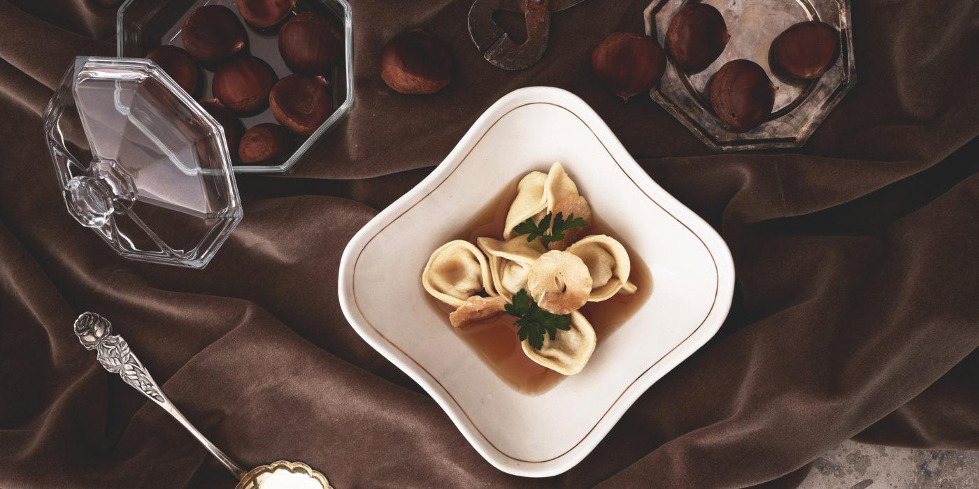 Italialaiset kastanjatortellinit kana-sherryliemessä