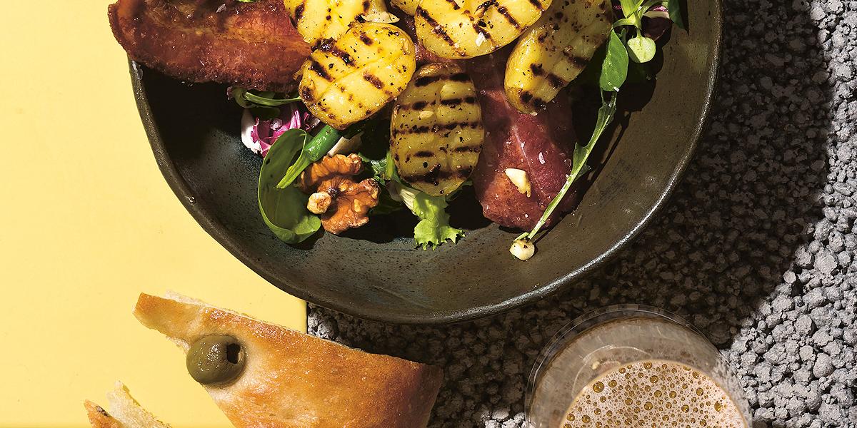 Varhaisperuna-pekonisalaatti