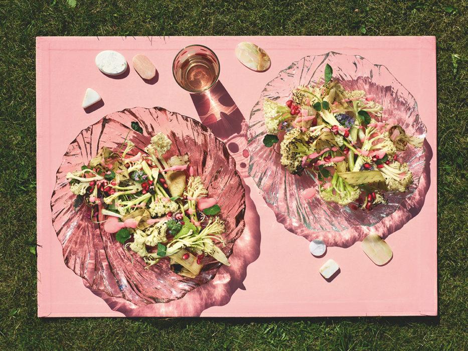 Grillattu varsikukkakaalisalaatti ja vadelmavinaigrette