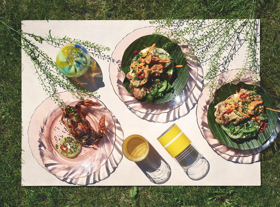 Softshell-rapuburgeri ja pikkelöityä wasabikurkkua