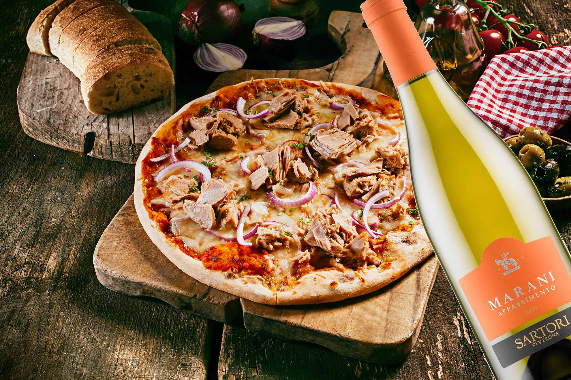 Pizzaviini: Tonnikalapizza ja hedelmäinen italialainen